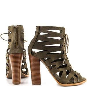 Parker&sky olive green suede heels NWT